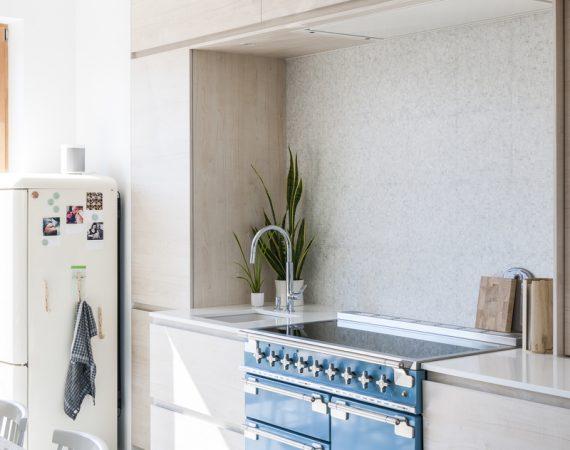 Moderne kjøkken med Elise 110 Induksjon i fargen Kinablå