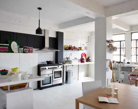 Nordisk kjøkken med Professional Deluxe 110 Gass i Rustfritt stål, fotokred Habitat
